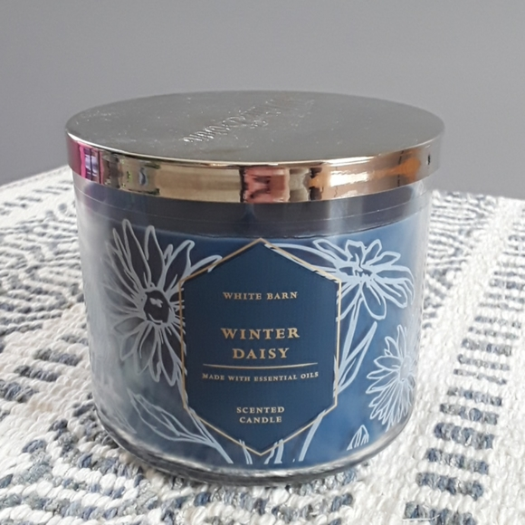 New 3 wick winter daisy candle